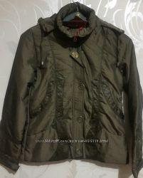 Женская демисезонная куртка. Утеплитель однослойный синтепон. Размер м.