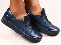 Кеды кожаные темно-синие  с лаковой пяткой