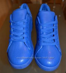 Кроссовки синие практичные