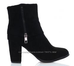 Ботинки черные на каблуке