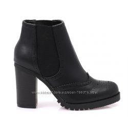 Ботинки черные на устойчивом каблуке
