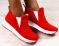 Слипоны высокие, ярко красные, замшевые на белой подошве
