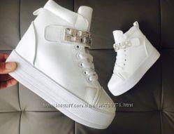Ботинки белые на утолщенной подошве, стразы