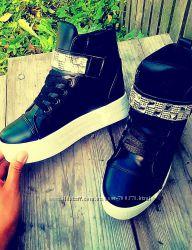 Ботинки черные на утолщенной подошве, стразы