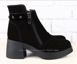 Ботинки замшевые на модном расклешенном каблуке черные