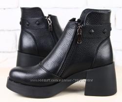 Ботинки кожа на модном расклешенном каблуке черные