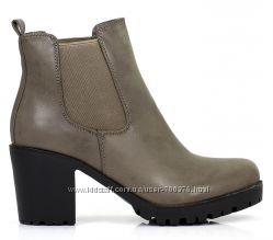 Ботинки стильные на устойчивом каблуке, серые
