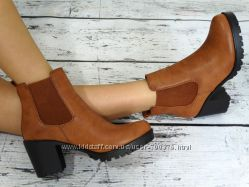 Ботинки стильные на устойчивом каблуке.