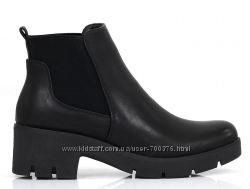 Ботинки черные на широком каблуке