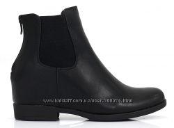 Ботинки на скрытой танкетке, черные