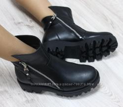 Ботинки зимние кожаные на тракторной подошве с замками по бокам