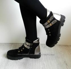 Ботинки зимние на шнуровке с декоративными ремешками