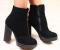 Ботинки зимние, черные, замшевые на устойчивом каблуке.