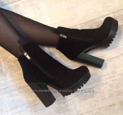 Ботинки черные на удобном каблуке