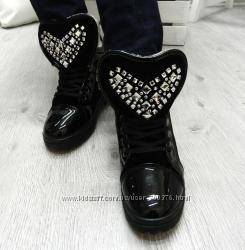 Ботинки - сникерсы зимние, сердце в камнях