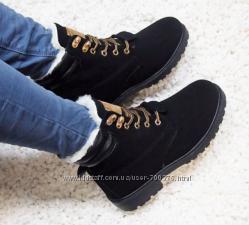 Ботинки зимние, черного цвета, на шнуровке