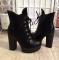 Ботинки черные на шнуровке, тракторная подошва