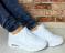 Кроссовки белые практичные