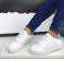 Кроссовки белые, на пятке вставка мята