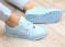 Кроссовки кожаные, голубого цвета.