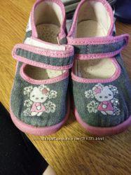 Продам текстильные тапочки для девочки