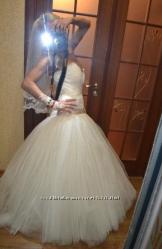 Свадебное платье от Елены Кондратовой, цвет шампань, очень красивое