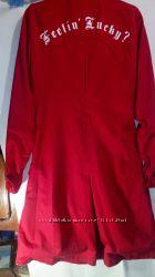 Красный котоновый плащ с надписью