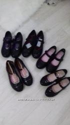 Много детской обуви с Англии