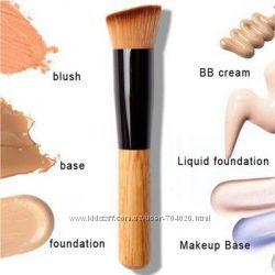 Кисть кабуки для макияжа