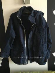 куртка фирмы GAP хорошее состояние 10 11 лет