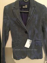 пиджак фирмы MOSCHINO размер 44 46 новый куплен в Италии оригинал