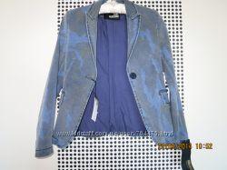 пиджак 42-44 фирма MOSCHINO оригинал  новый