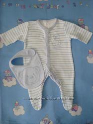 Человечек и слюнявчик Mothercare 3. 4кг для новорожденного