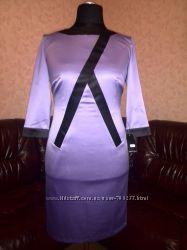 Атласное платье с декоративной молнией на спине