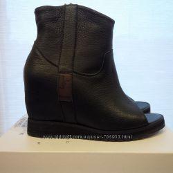Модные кожаные ботильоны с открытым носком из Италии.