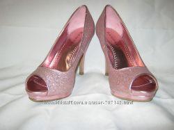 Туфли женские с высоким каблуком розового цвета в идеальном состоянии