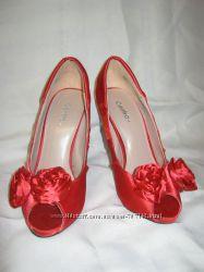 Туфли женские на высоком каблуке красного цвета