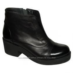 Женские ботинки на не большом каблуке