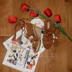 Босоніжки зі шнуровкою в етно стилі H&M р. 40