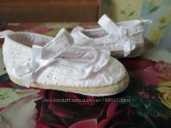 Для маленьких принцесс пинетки -сапожкиZARA 10. 5-11 см и туфельки MATALAN