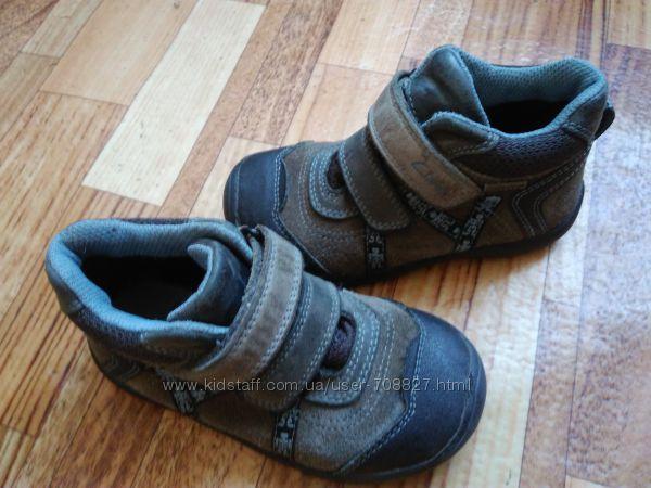 Качественные ботинки Clarks , замш  кожа, отличное состояние
