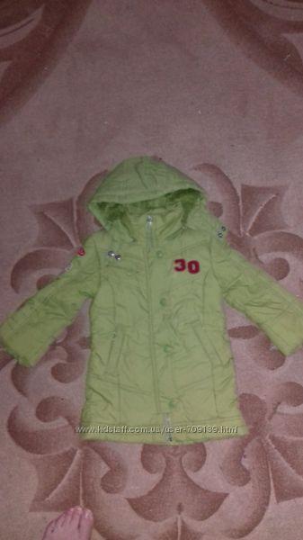 Пальто салатовое для девочки фирмы Mariquita рост 92