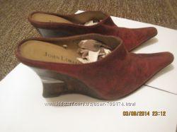 Отличные замшевые туфли сабо