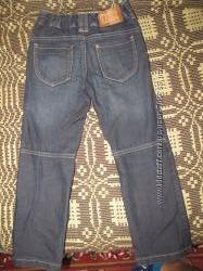 Продам джинсы на мальчика 5-7 лет