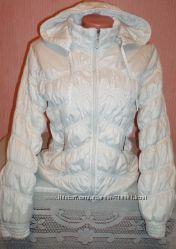 демисезонная белая курточка