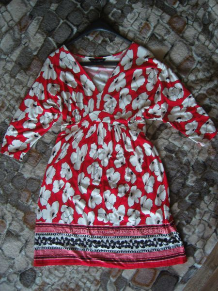 Яркое платье от Dorothy Perkins m-l состояние нового