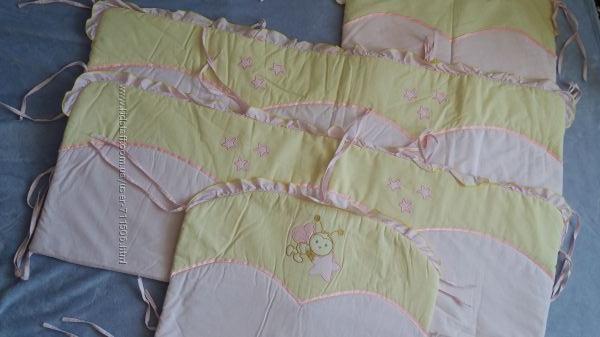 Набор в кроватку-защита, постельное белье с одеялом и балдахин.