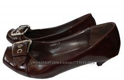 туфли лакированые на низком каблуке. размер 40