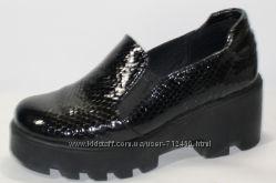 Туфли из лаковой кожи на толстой подошве