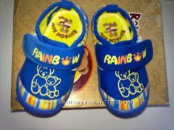 Детские кроссовки очень лёгкие и удобные